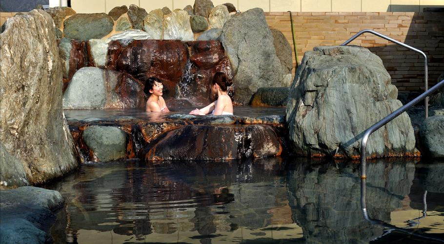 男性露天風呂へ
