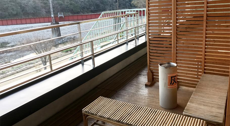 2階川霧喫煙所