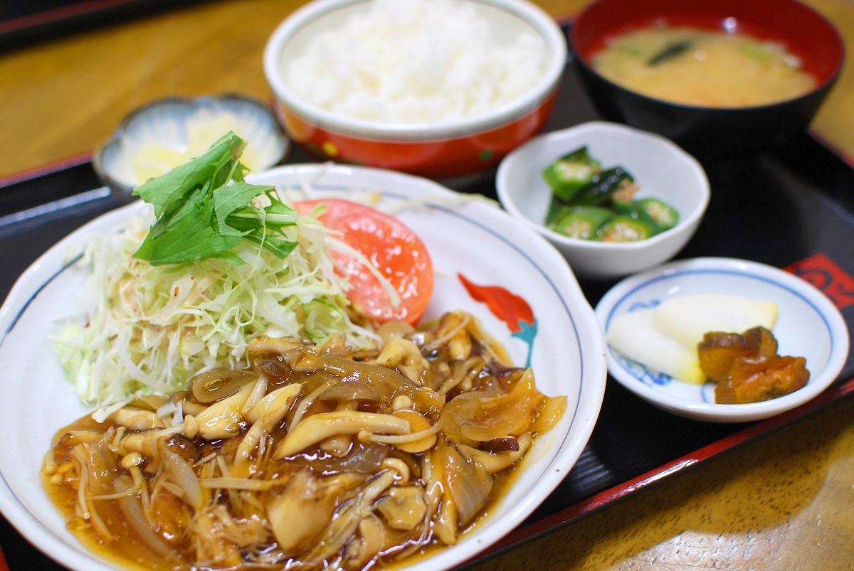 和風茸ハンバーグ定食の写真