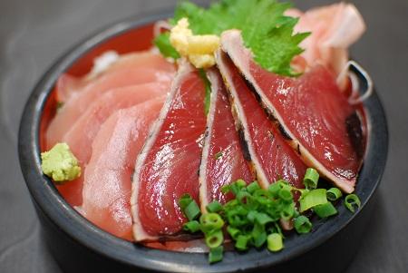 鰹と鮪の二色丼の写真